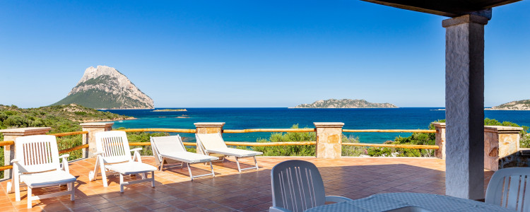 Seafront Villa with astonish view in Costa Dorata